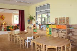 MŠ Čtyřlístek - fotografie učebny, stoly